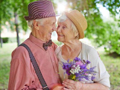 """Повышение качества жизни в пансионате для пожилых """"Почтенный возраст"""": внимательное обслуживание, технологичное оснащение спальных мест, наличие прогулочных зон и т. д."""