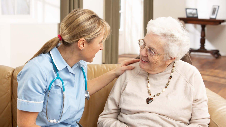 Что нужно людям, которые находятся в доме престарелых: психологические аспекты